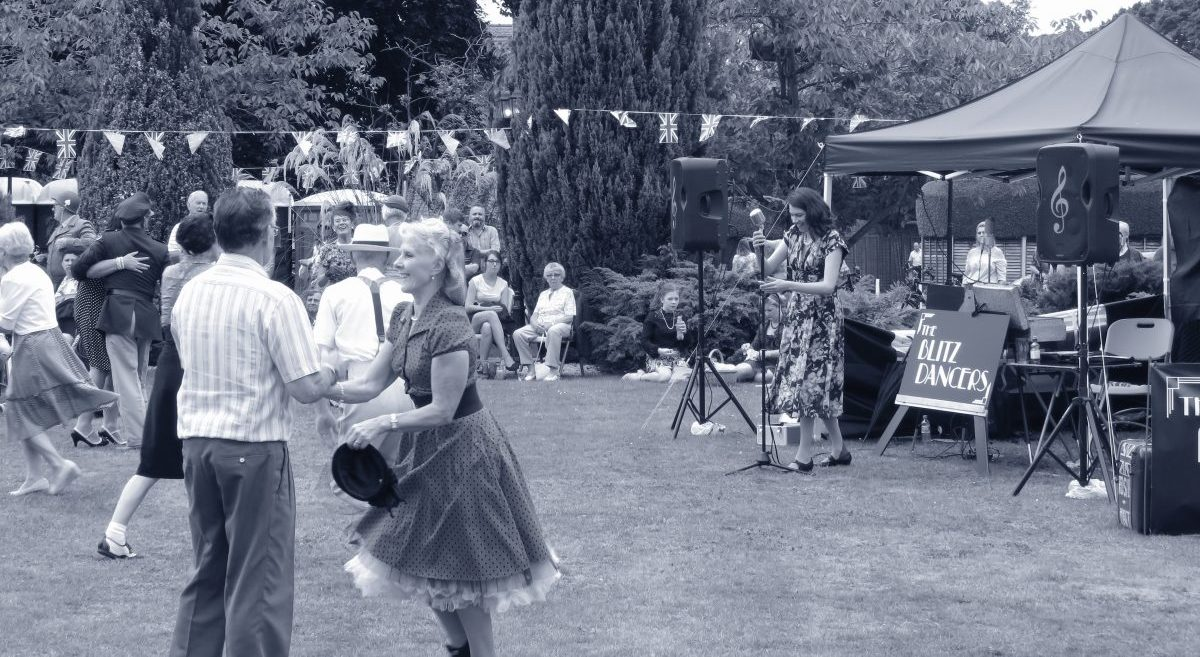 Paula Marie sings live at The Woodhall Spa 40s Festival in 2017
