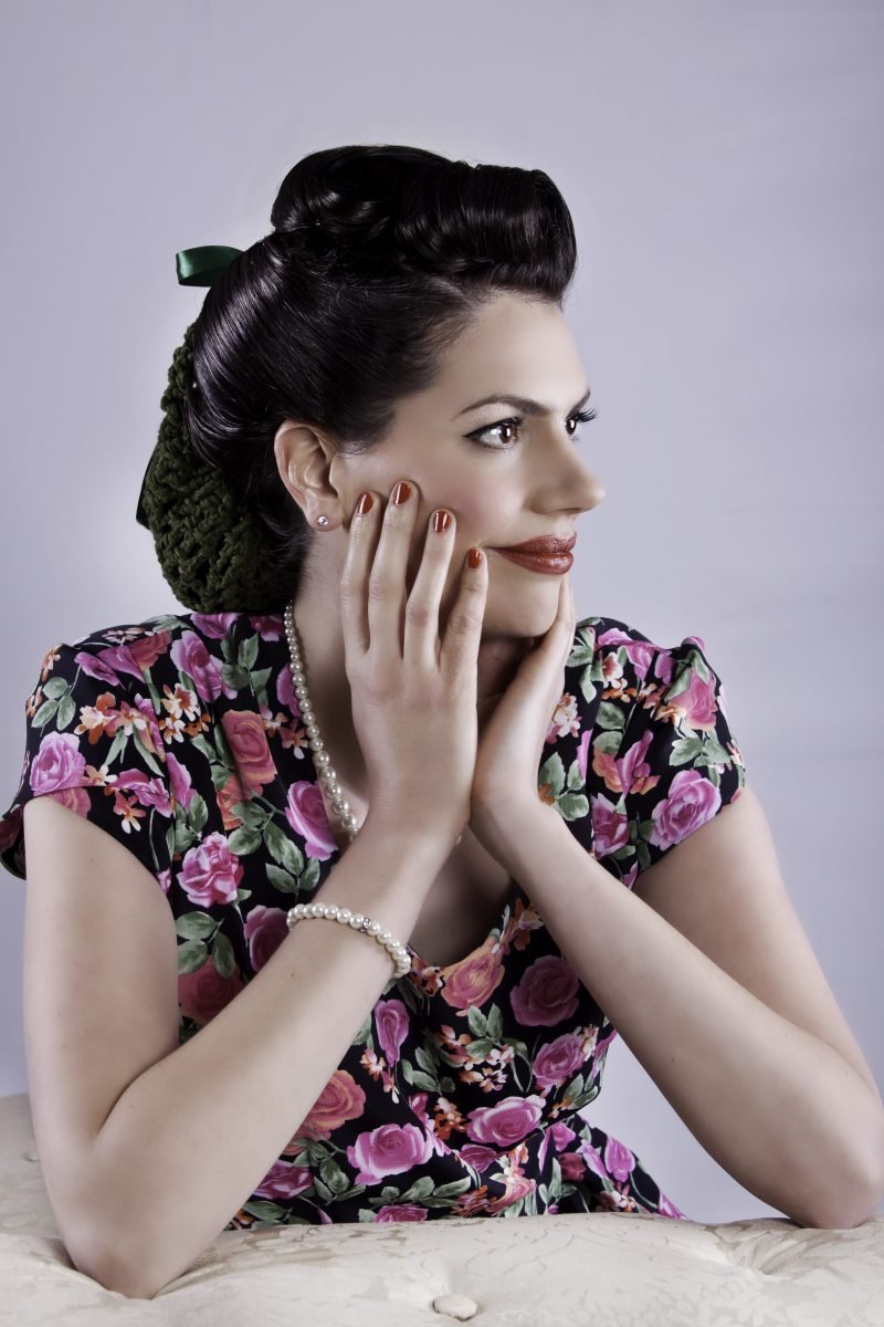 Paula Marie - The Vintage Vocalist is one of the very best female singers on the 1940s circuit today.